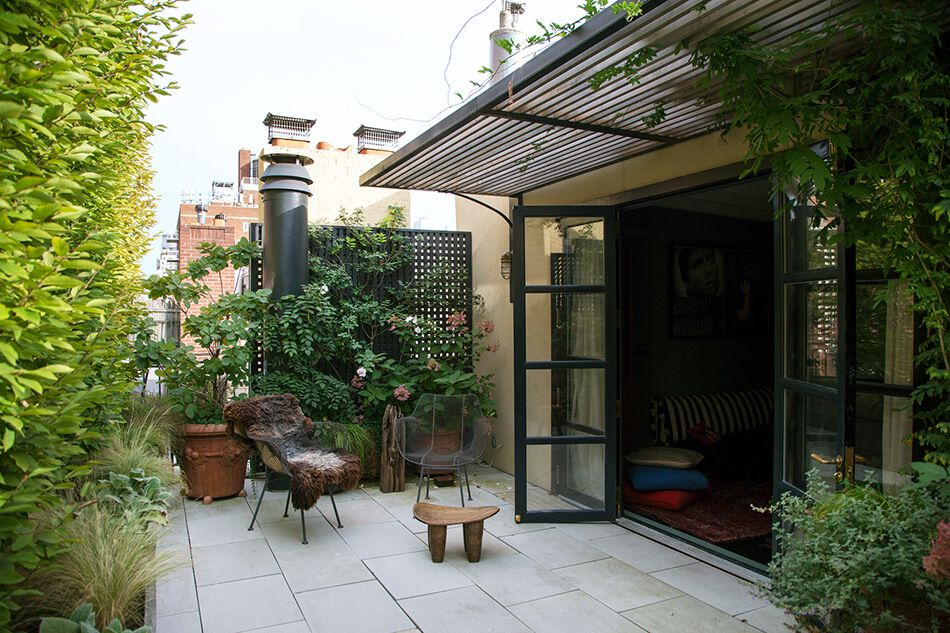 1558698438 268 create a beautiful backyard that makes relaxing stylish and comfortable - Create a Beautiful Backyard That Makes Relaxing Stylish and Comfortable