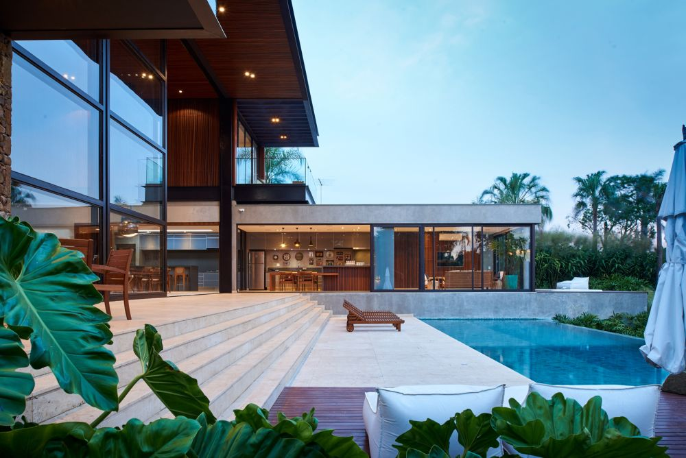 1558698438 312 create a beautiful backyard that makes relaxing stylish and comfortable - Create a Beautiful Backyard That Makes Relaxing Stylish and Comfortable