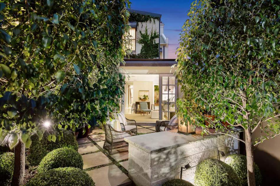 1558698438 436 create a beautiful backyard that makes relaxing stylish and comfortable - Create a Beautiful Backyard That Makes Relaxing Stylish and Comfortable