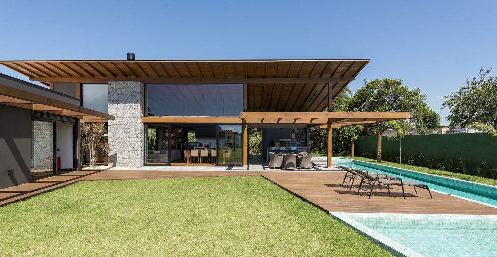1558698438 461 create a beautiful backyard that makes relaxing stylish and comfortable - Create a Beautiful Backyard That Makes Relaxing Stylish and Comfortable