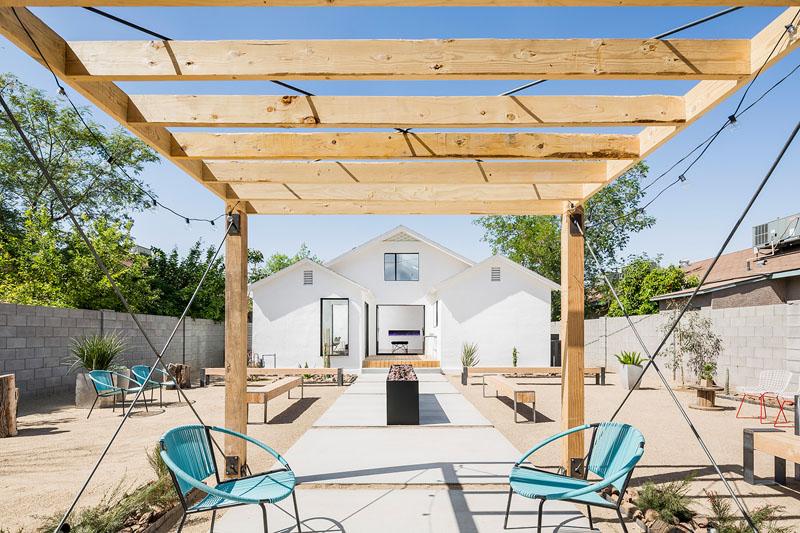 1558698438 59 create a beautiful backyard that makes relaxing stylish and comfortable - Create a Beautiful Backyard That Makes Relaxing Stylish and Comfortable