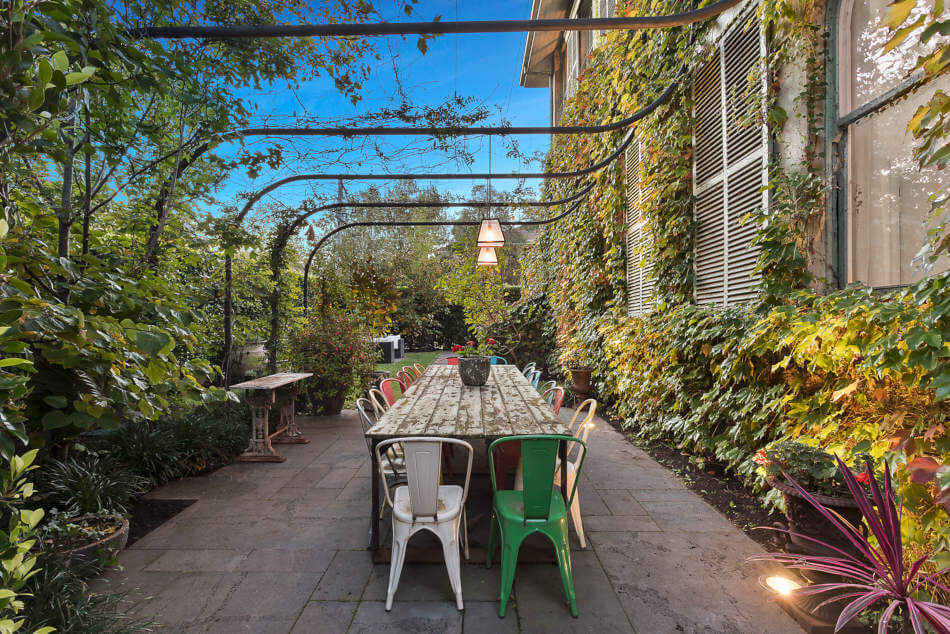 1558698438 609 create a beautiful backyard that makes relaxing stylish and comfortable - Create a Beautiful Backyard That Makes Relaxing Stylish and Comfortable