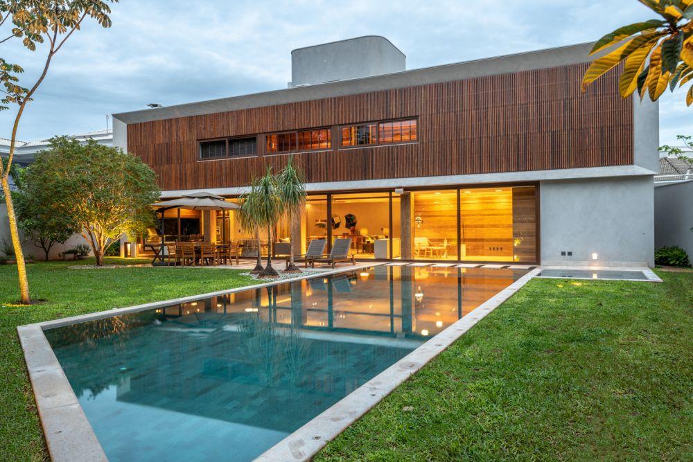 1558698438 634 create a beautiful backyard that makes relaxing stylish and comfortable - Create a Beautiful Backyard That Makes Relaxing Stylish and Comfortable