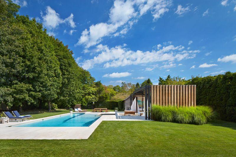 1558698438 924 create a beautiful backyard that makes relaxing stylish and comfortable - Create a Beautiful Backyard That Makes Relaxing Stylish and Comfortable