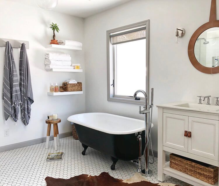 1558953965 44 black and white bathroom designs that show simple can also be interesting - Black and White Bathroom Designs That Show Simple Can Also Be Interesting