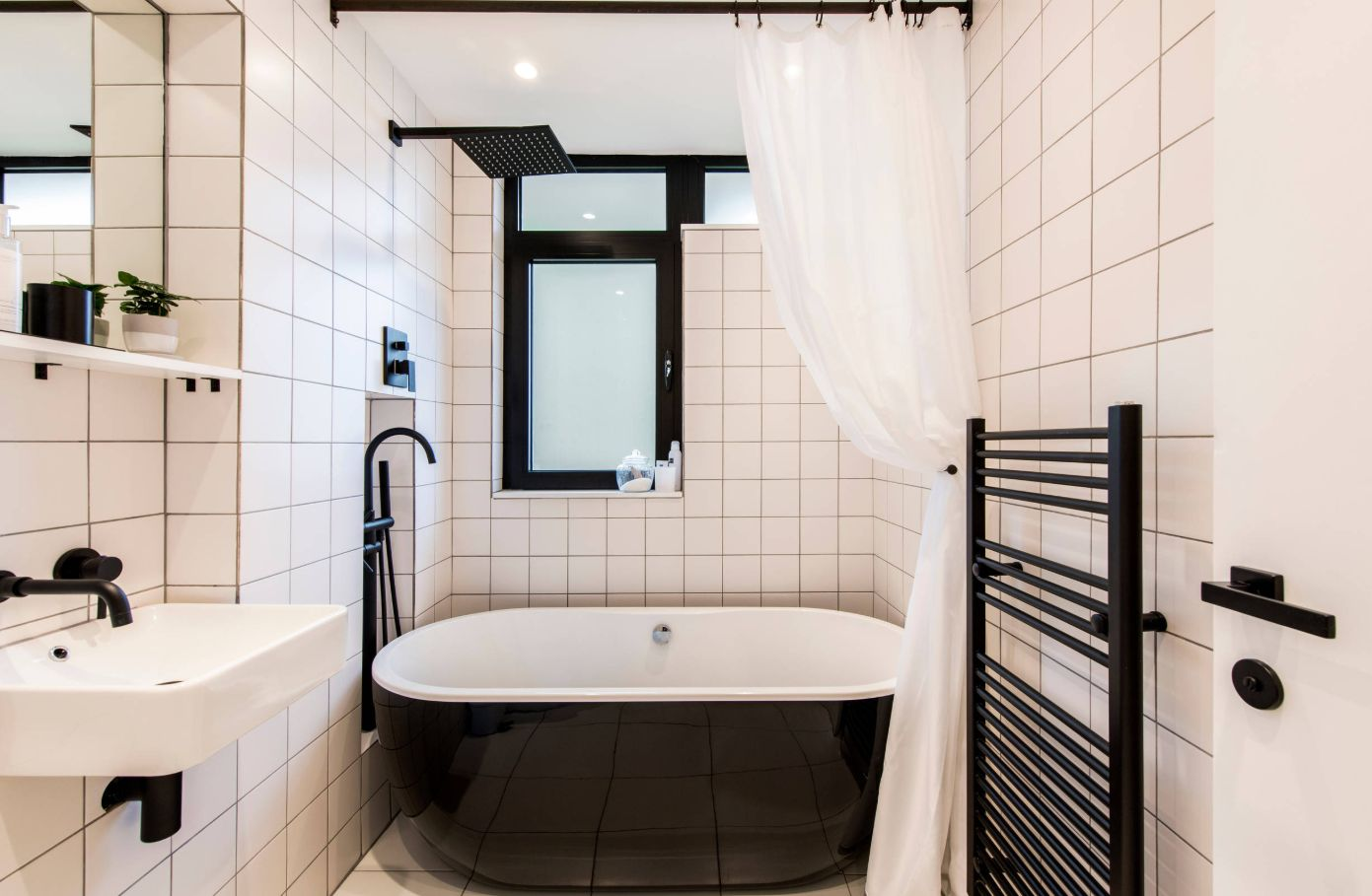 1558953966 642 black and white bathroom designs that show simple can also be interesting - Black and White Bathroom Designs That Show Simple Can Also Be Interesting
