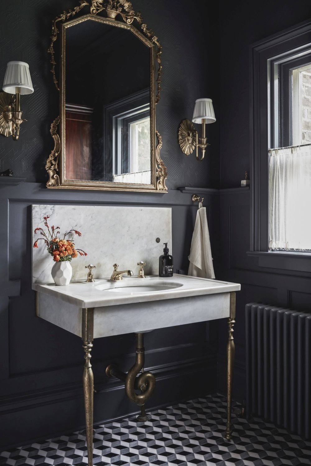 1558953967 991 black and white bathroom designs that show simple can also be interesting - Black and White Bathroom Designs That Show Simple Can Also Be Interesting