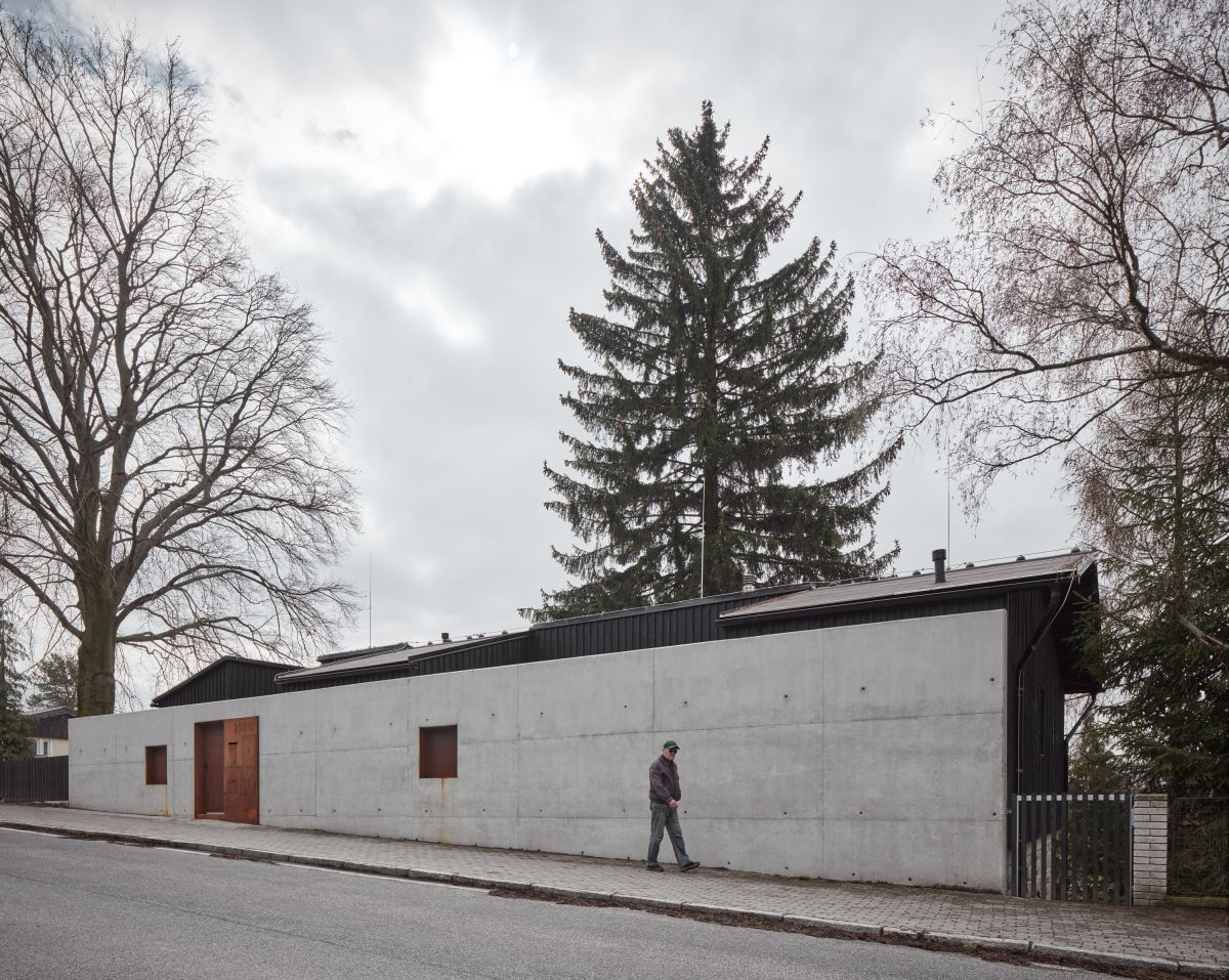 1559131838 553 a beautiful house hidden behind a large concrete wall - A Beautiful House Hidden Behind A Large Concrete Wall