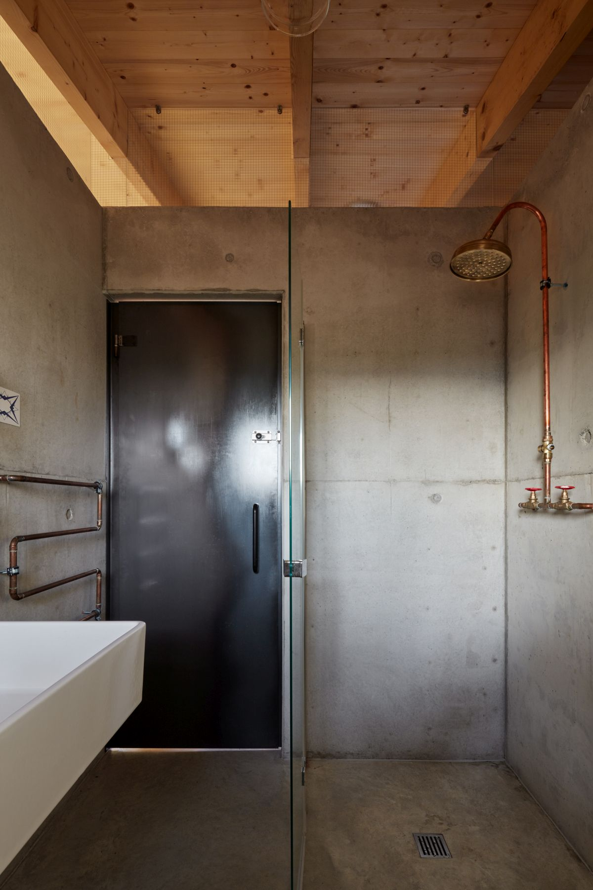1559131838 589 a beautiful house hidden behind a large concrete wall - A Beautiful House Hidden Behind A Large Concrete Wall