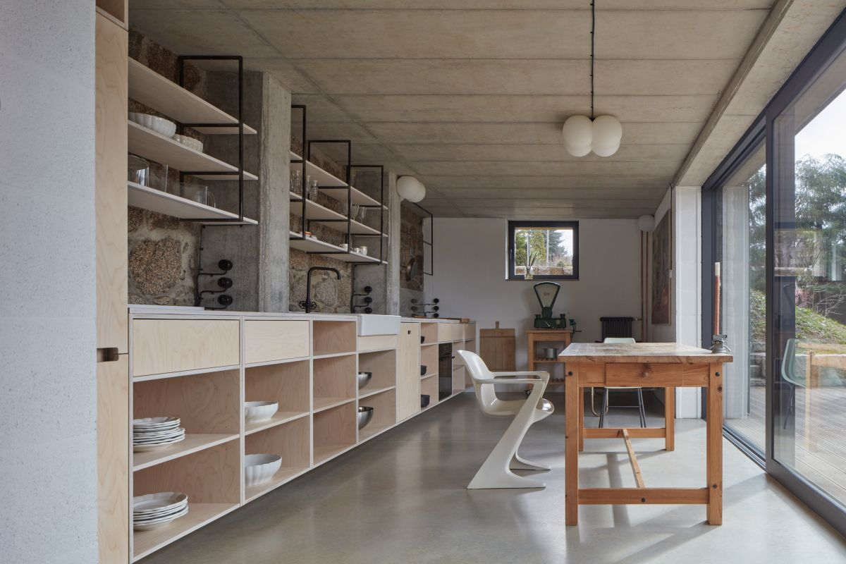 1559131838 716 a beautiful house hidden behind a large concrete wall - A Beautiful House Hidden Behind A Large Concrete Wall