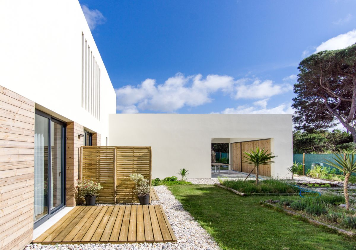 The two main zones of the house are clearly delineated but don't necessarily contrast with each other