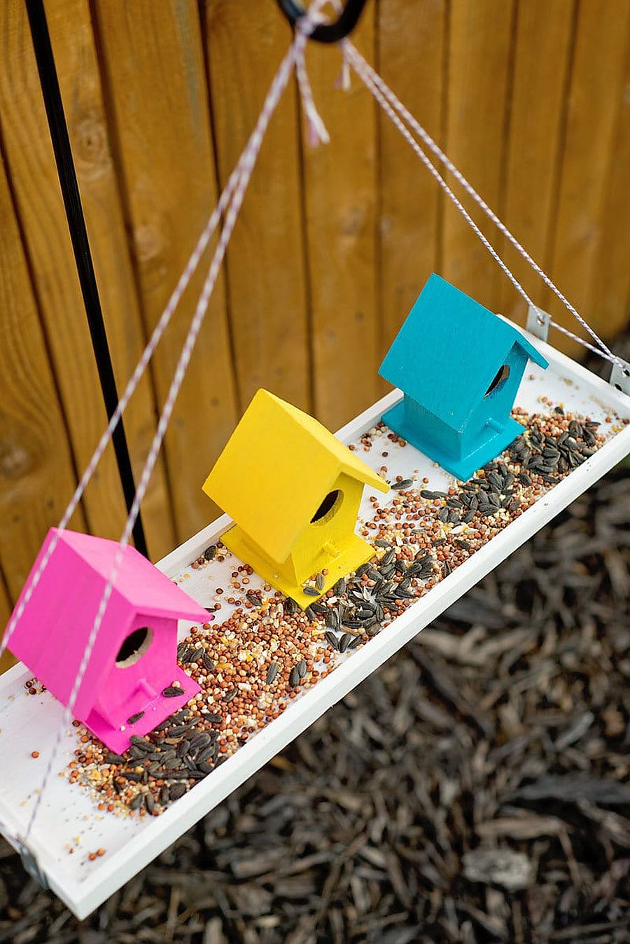 1559675286 674 40 diy bird feeder ideas for a live garden - 40 DIY Bird Feeder Ideas for a Live Garden