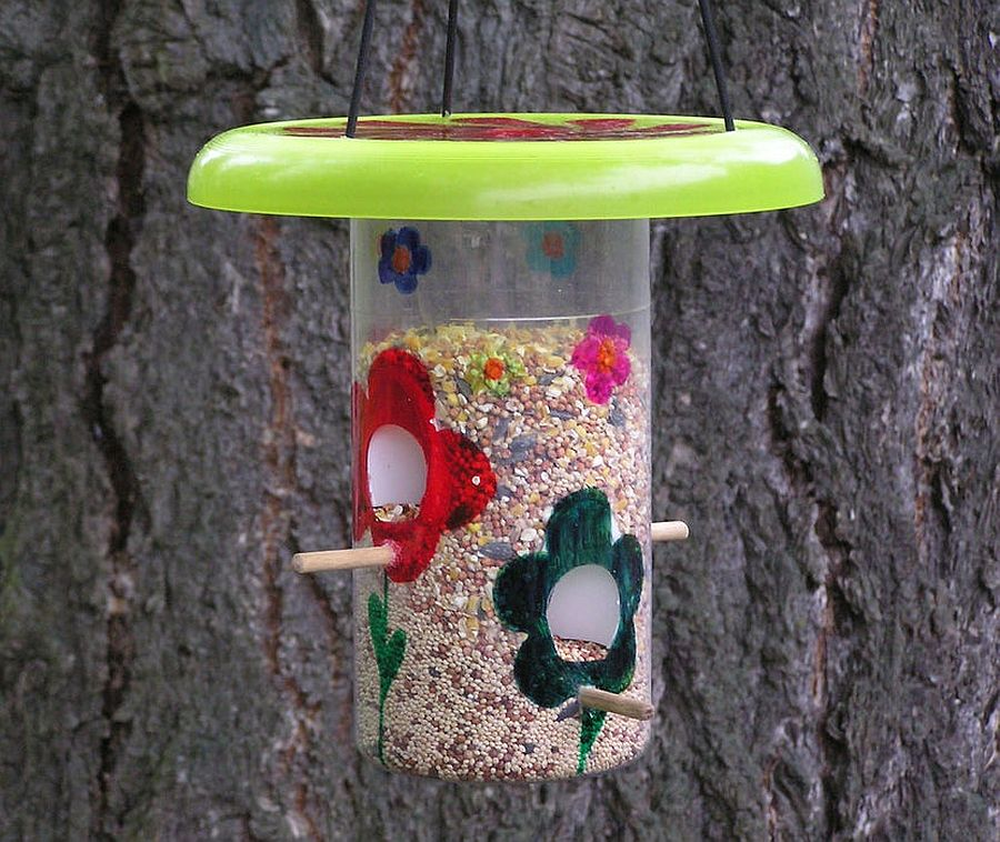 1559675287 186 40 diy bird feeder ideas for a live garden - 40 DIY Bird Feeder Ideas for a Live Garden