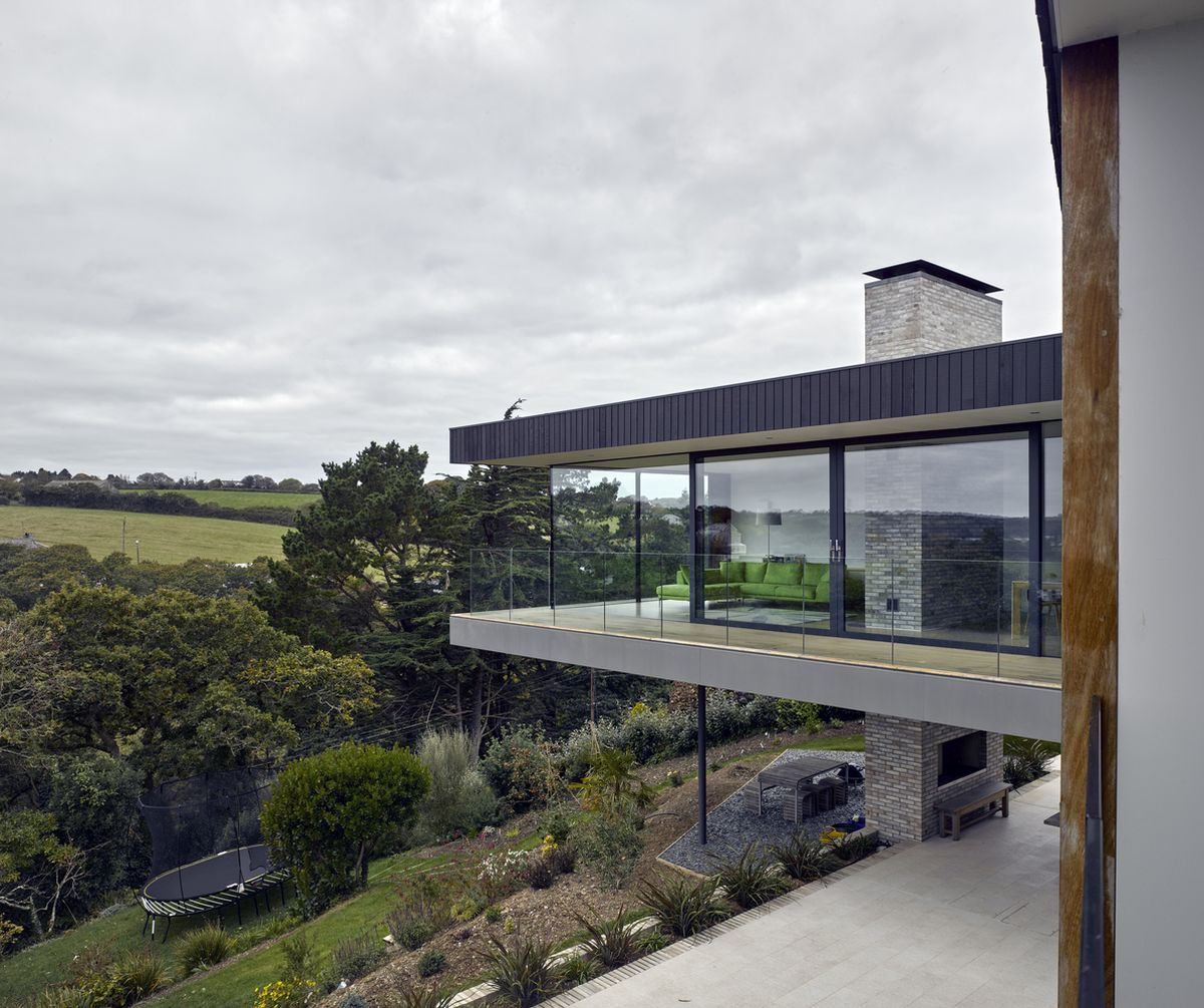 1559744551 115 cantilevered house rises over the treetops to capture the best views - Cantilevered House Rises Over The Treetops To Capture The Best Views