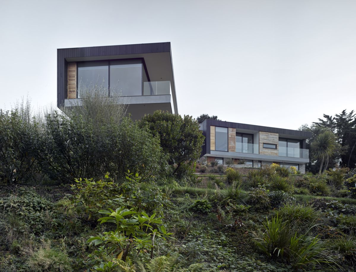 1559744551 951 cantilevered house rises over the treetops to capture the best views - Cantilevered House Rises Over The Treetops To Capture The Best Views