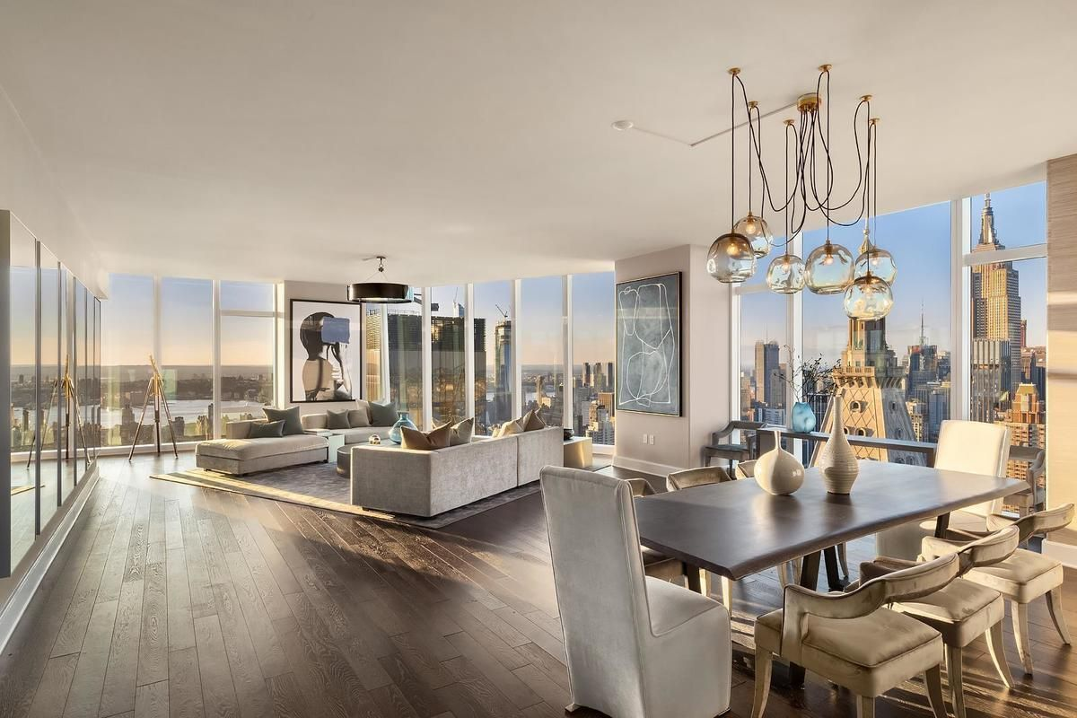 1559887282 331 live in the lap of luxury in these expansive new york apartments - Live in the Lap of Luxury in These Expansive New York Apartments