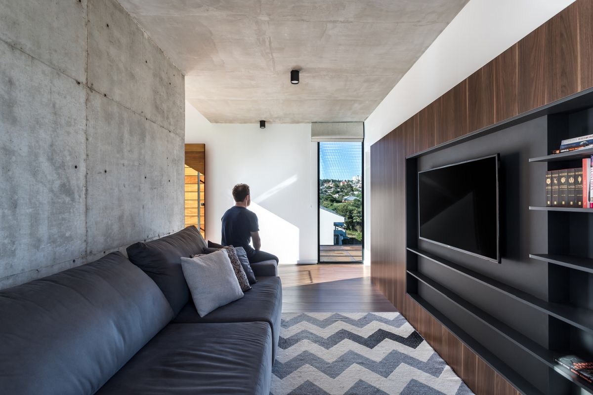 The interior design is based on many simple materials such as wood and exposed concrete