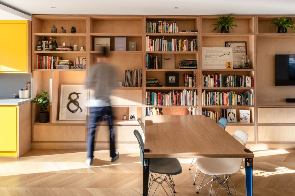 1560220596 316 mid century london house gets transformed into a modern and vibrant apartment - Mid-Century London House Gets Transformed Into A Modern And Vibrant Apartment