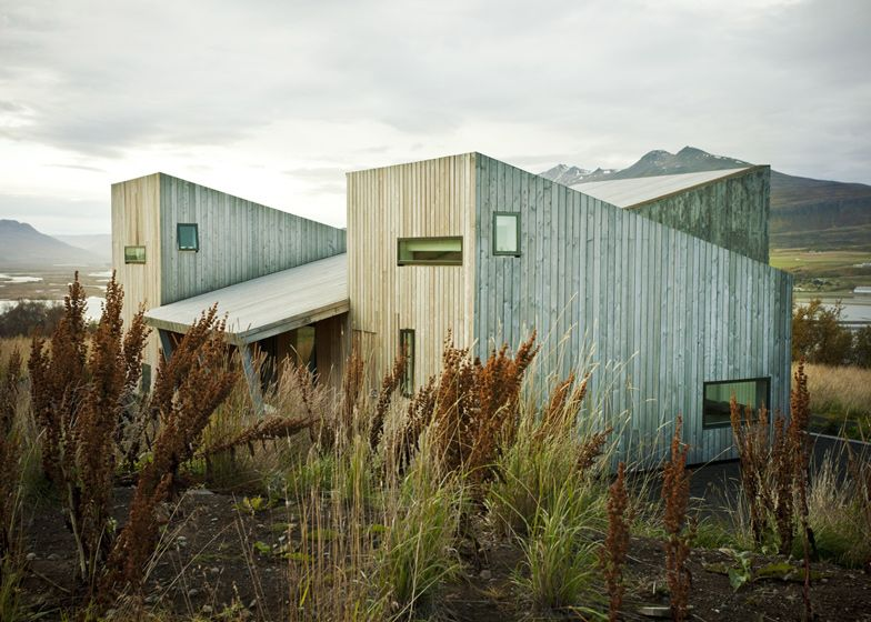 1560511771 460 cool minimalist homes made from wood that sync with nature - Cool Minimalist Homes Made From Wood That Sync With Nature