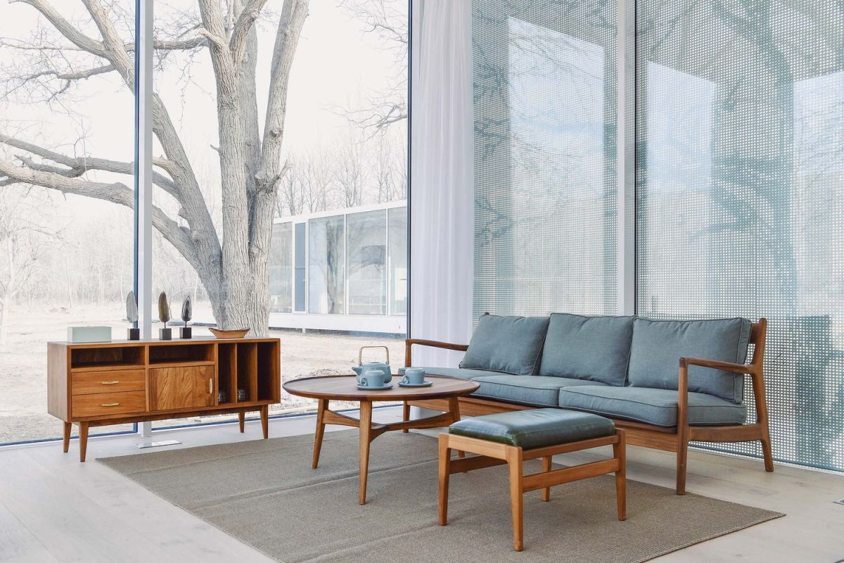 The furniture is generally placed along the back walls in order to maximize the views