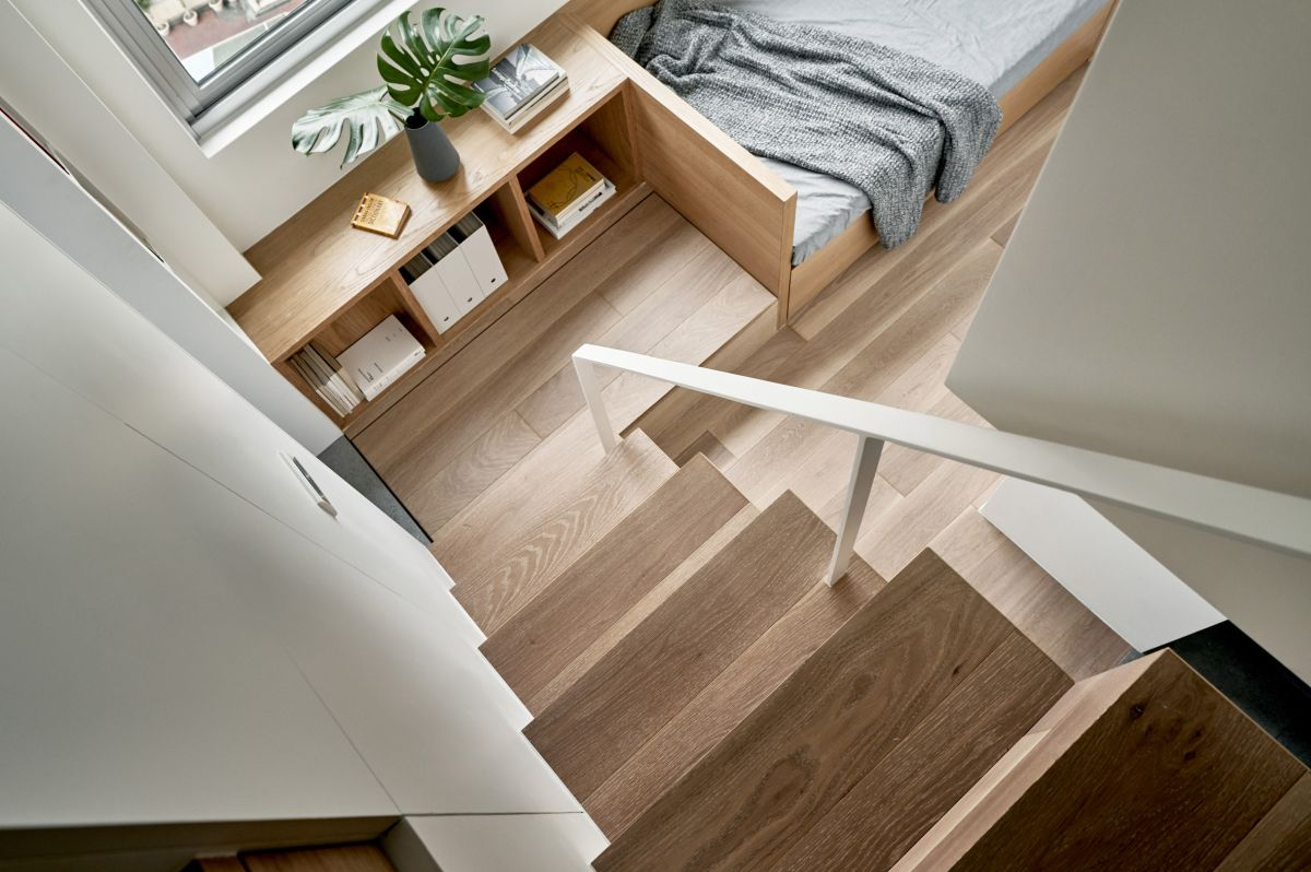 By redistributing the spaces inside the apartment the architect gave the rooms more practical proportions