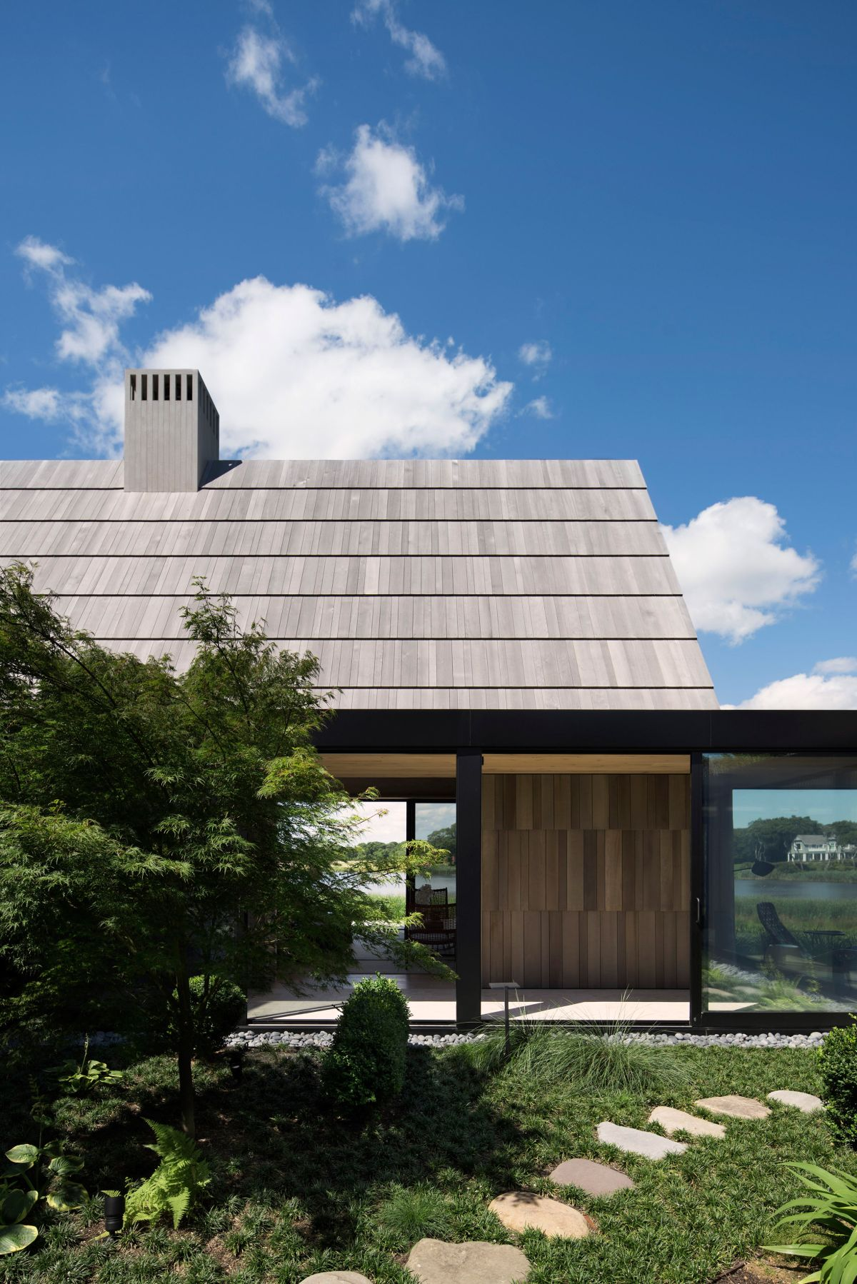 1561104968 324 swoon worthy homes in hamptons that work with the natural landscape - Swoon-Worthy Homes in Hamptons That Work With the Natural Landscape