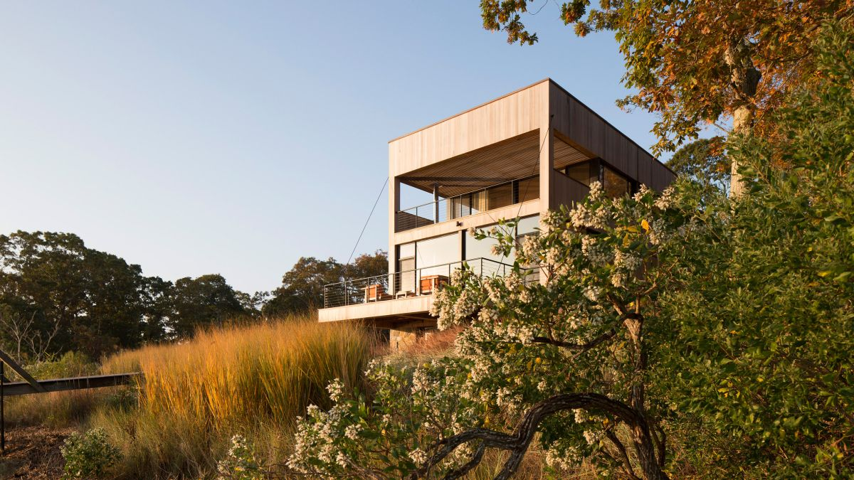 1561104968 39 swoon worthy homes in hamptons that work with the natural landscape - Swoon-Worthy Homes in Hamptons That Work With the Natural Landscape