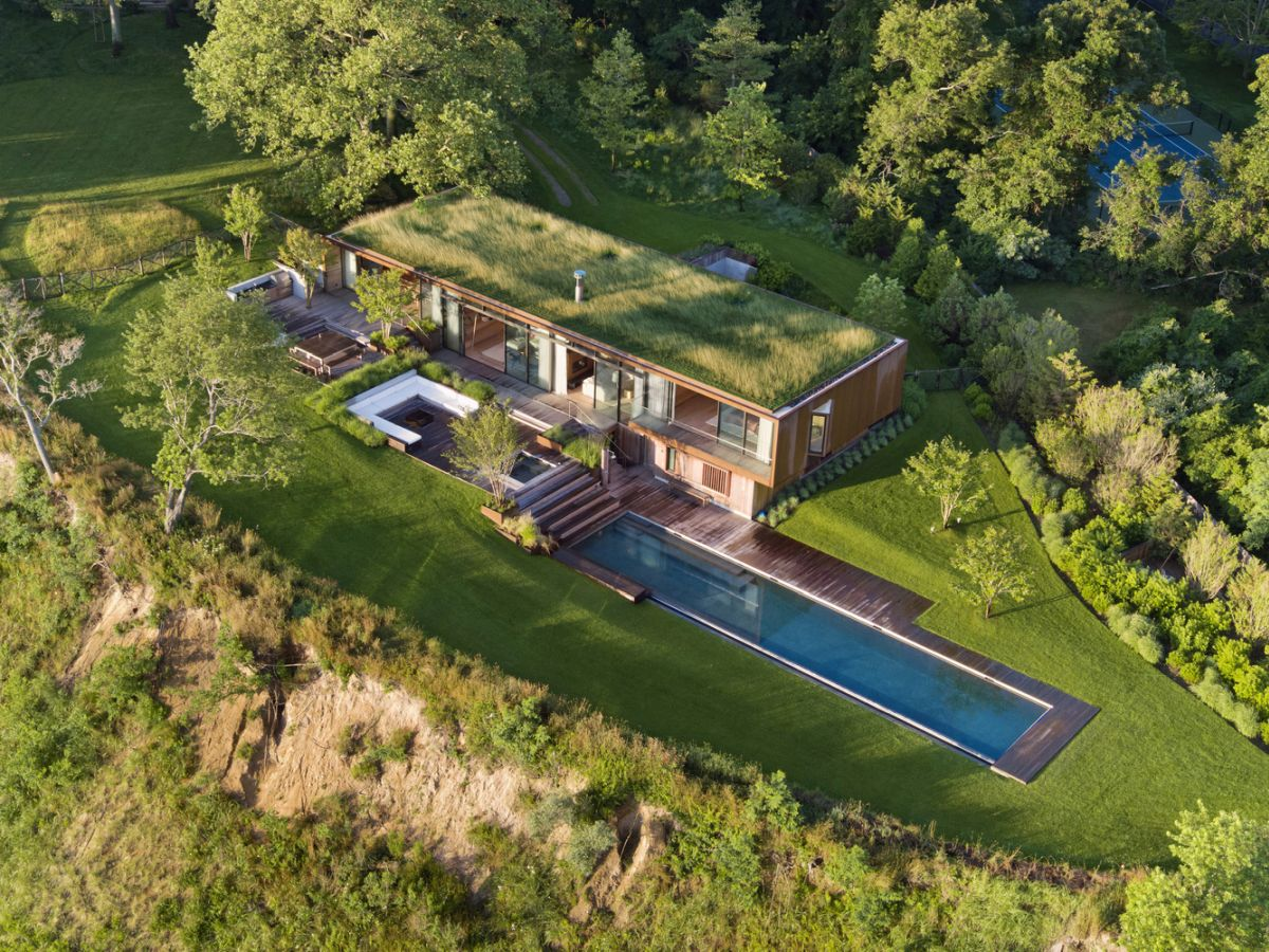 1561104968 748 swoon worthy homes in hamptons that work with the natural landscape - Swoon-Worthy Homes in Hamptons That Work With the Natural Landscape