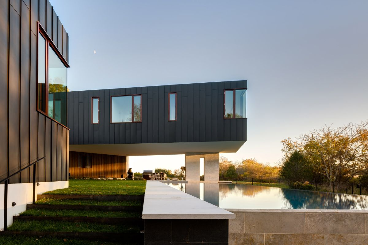 1561104969 259 swoon worthy homes in hamptons that work with the natural landscape - Swoon-Worthy Homes in Hamptons That Work With the Natural Landscape