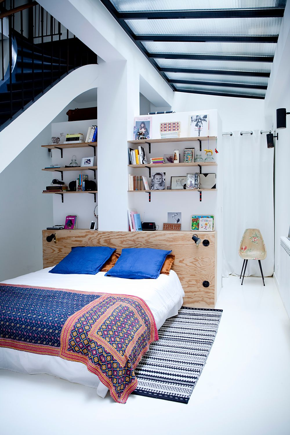 1561625248 532 modern bedroom shelves that really bring the room together - Modern Bedroom Shelves That Really Bring The Room Together