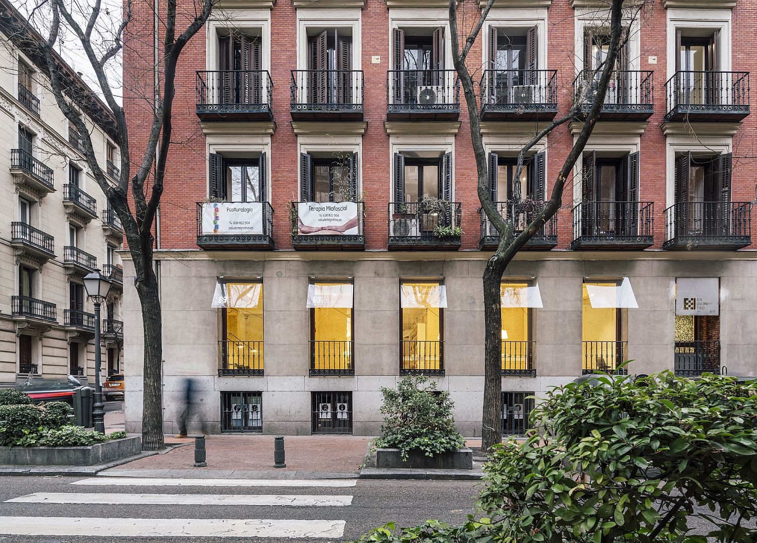 1562236172 410 amazing use of yellow for office interior meeting space in madrid - Amazing Use of Yellow for Office Interior: Meeting Space in Madrid