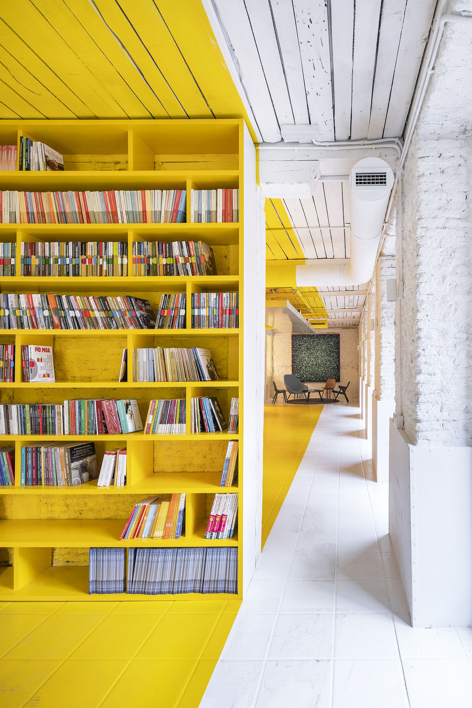 1562236172 877 amazing use of yellow for office interior meeting space in madrid - Amazing Use of Yellow for Office Interior: Meeting Space in Madrid