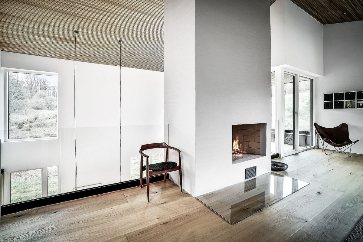 A minimalist fireplace adds warmth to the living area and manages to maintain a very harmonious decor
