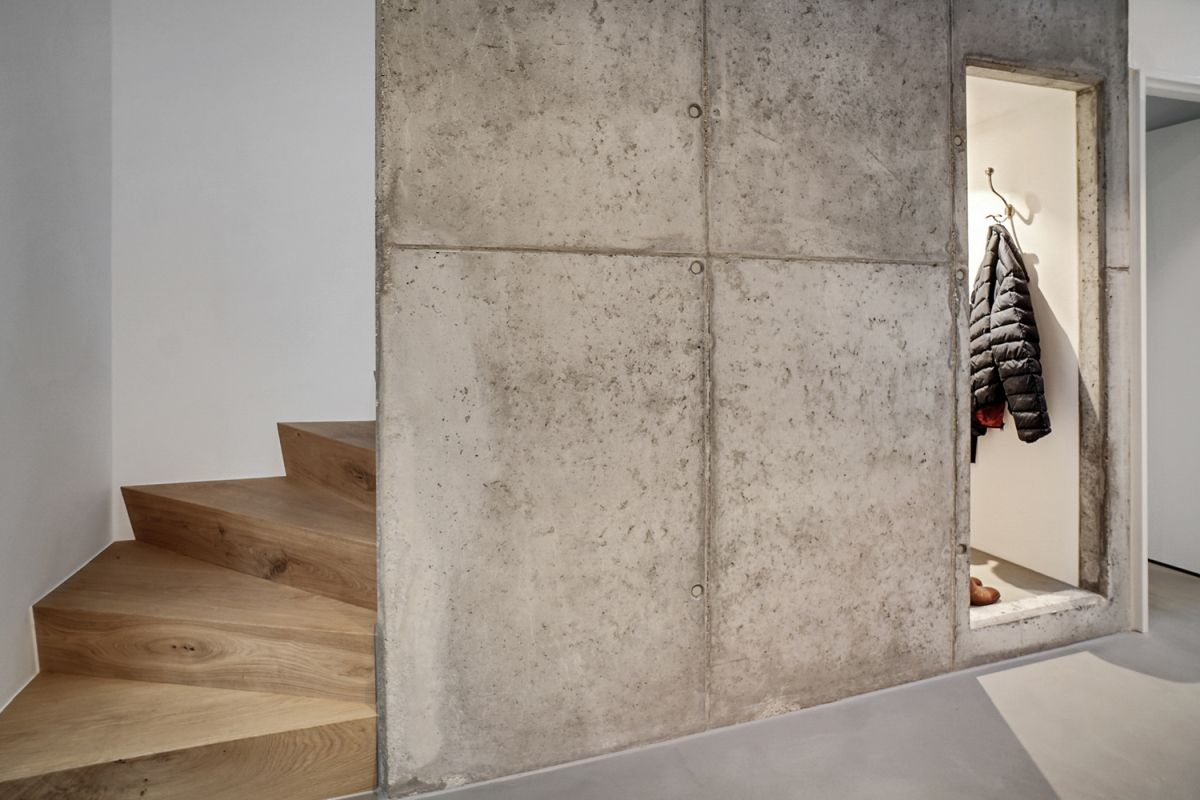 The materials used throughout the house were chosen in relation to the colors of the landscape
