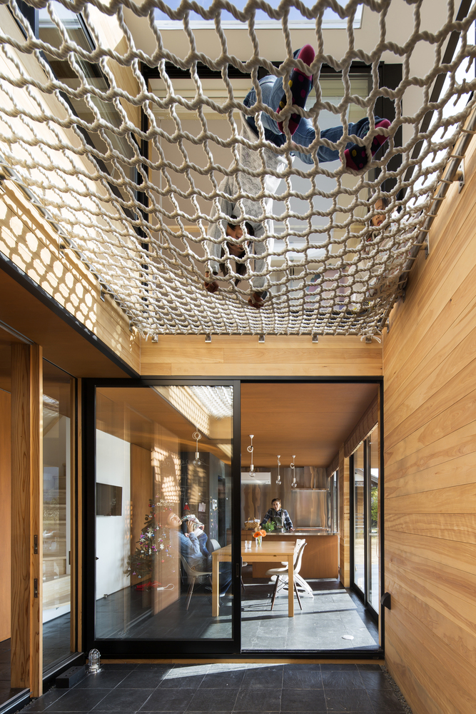 1562757768 101 15 amazing homes with nets instead of floors - 15 Amazing Homes With Nets Instead Of Floors