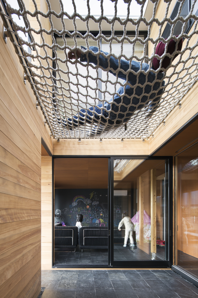 1562757768 151 15 amazing homes with nets instead of floors - 15 Amazing Homes With Nets Instead Of Floors