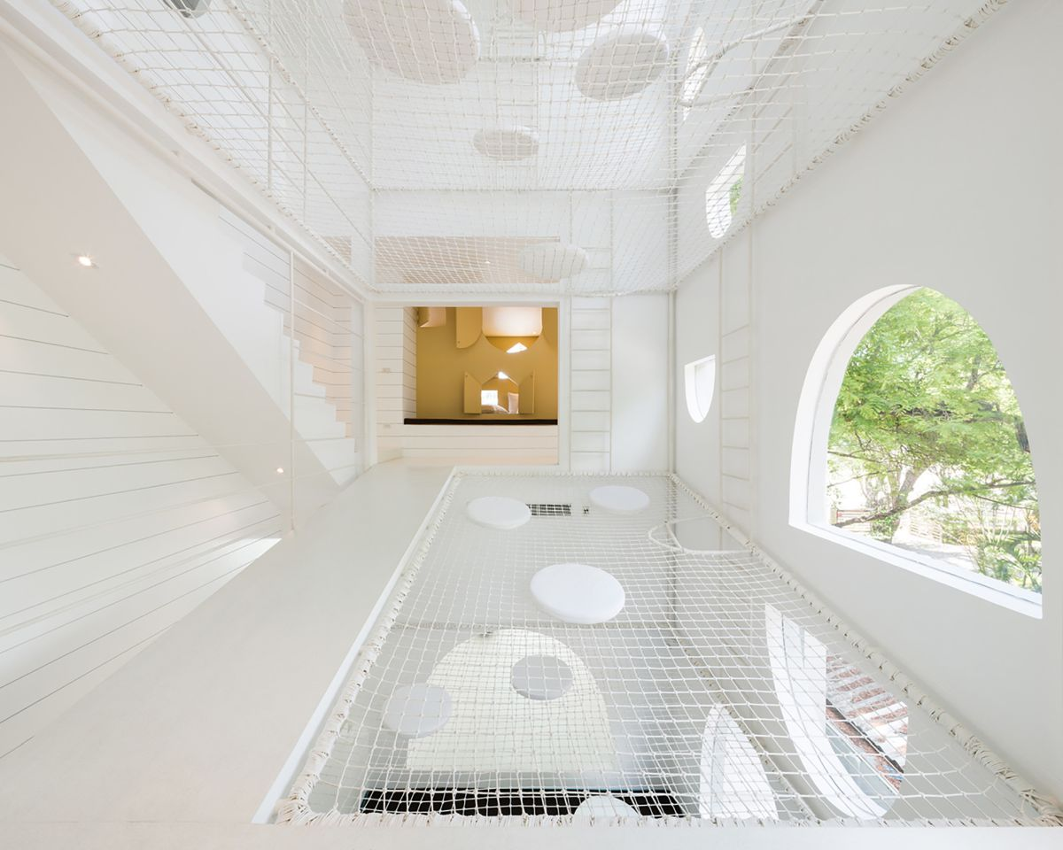 1562757768 245 15 amazing homes with nets instead of floors - 15 Amazing Homes With Nets Instead Of Floors