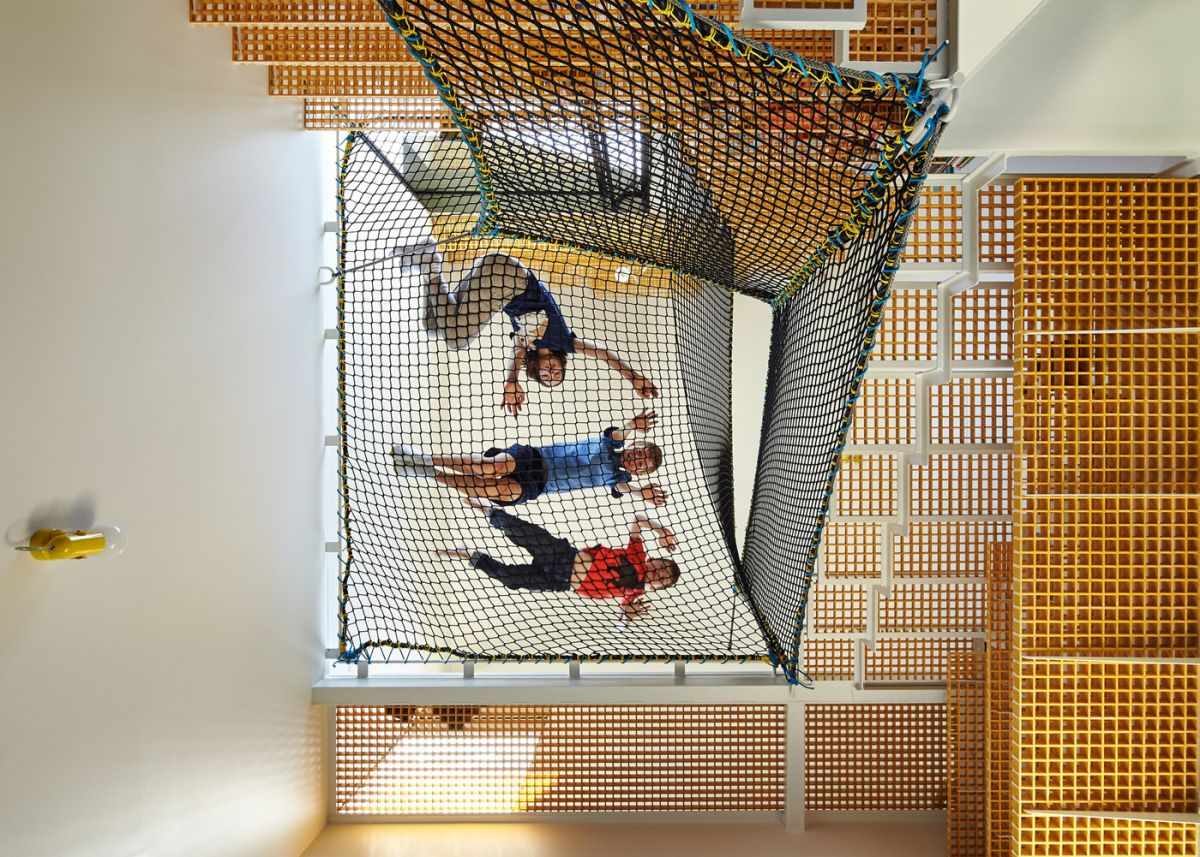 1562757768 601 15 amazing homes with nets instead of floors - 15 Amazing Homes With Nets Instead Of Floors
