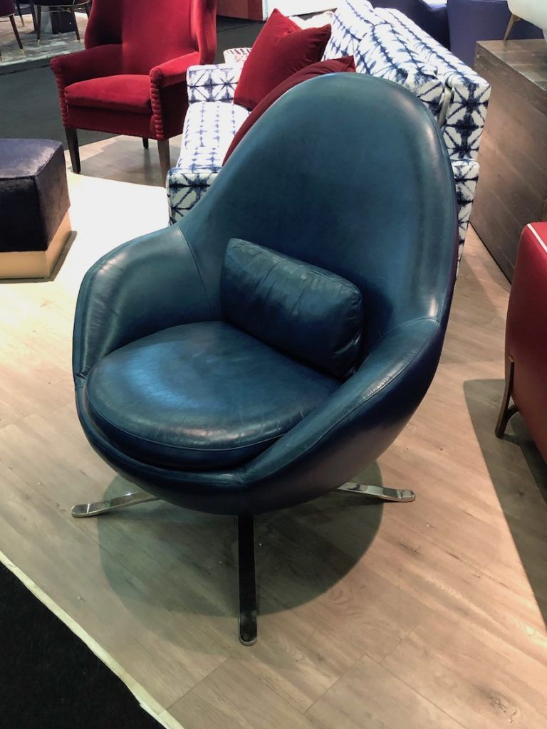 This seat combines a standard swivel mechanism with modern leather upholstery.
