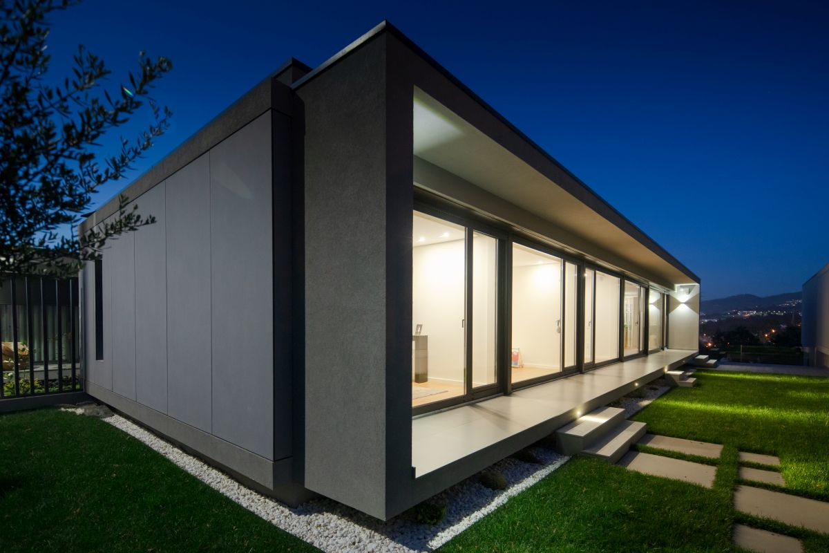 The clean lines, minimalist architecture and raw materials fit nicely into their natural surroundings