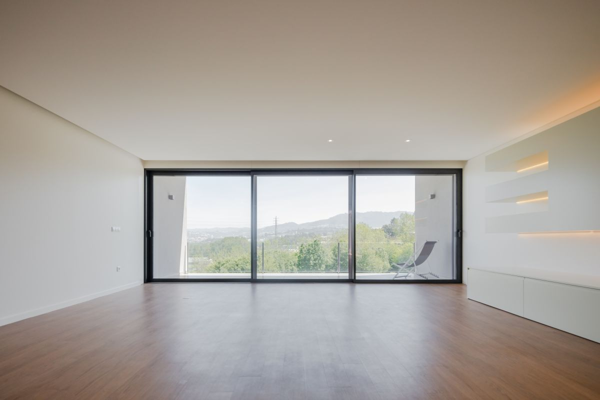 The minimalist interior design puts an emphasis on the view which are framed by huge panorama windows