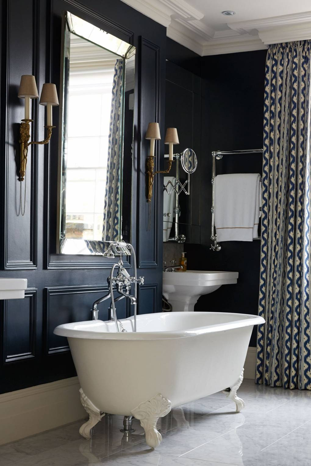 how to create a victorian style bathroom with a modern touch - How to Create a Victorian Style Bathroom with a Modern Touch