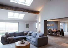 1565163361 656 spectacular and cozy living rooms with ceiling beams 25 trendy ideas inspirations - Spectacular and Cozy Living Rooms with Ceiling Beams: 25 Trendy Ideas, Inspirations