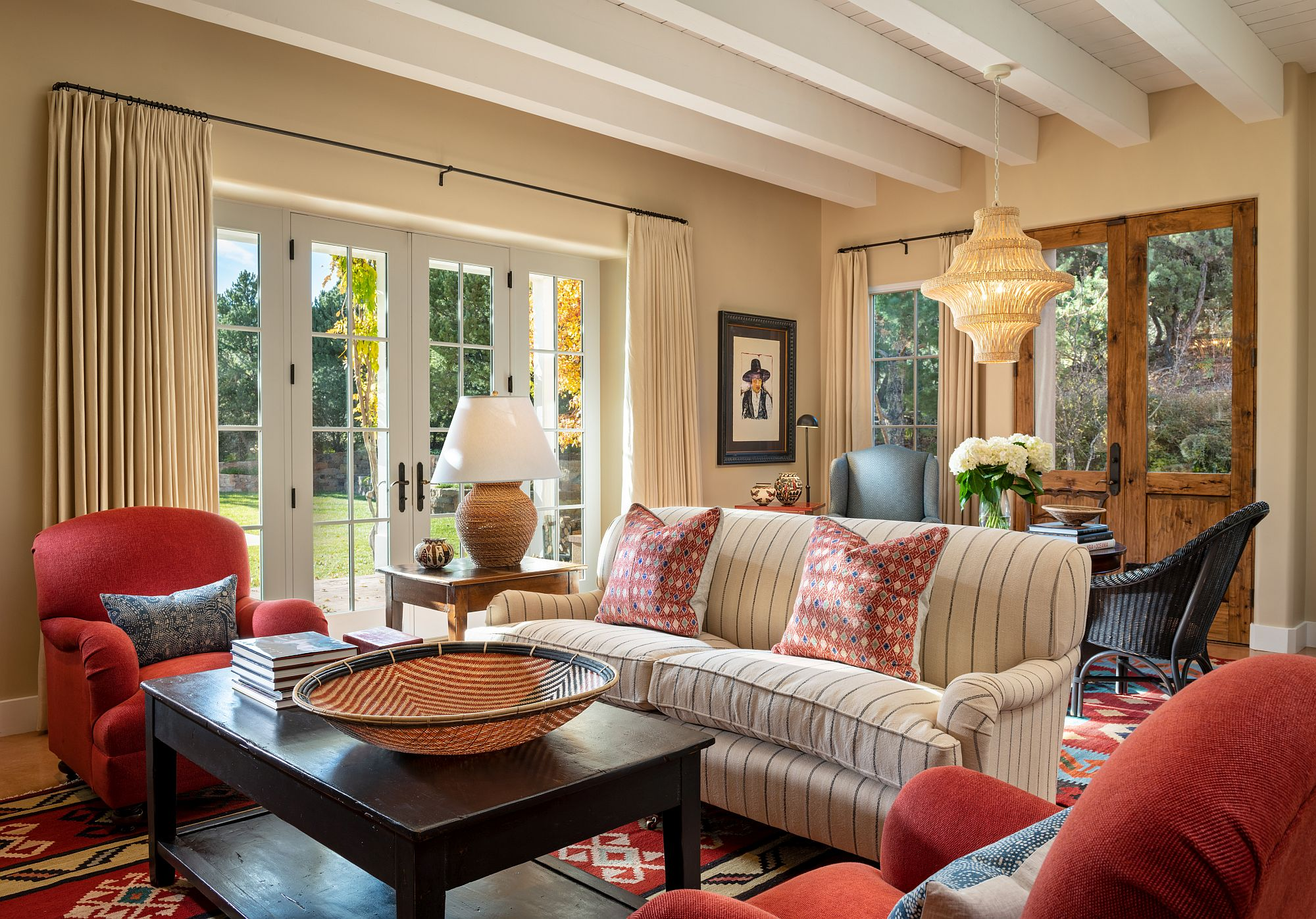 1565163363 586 spectacular and cozy living rooms with ceiling beams 25 trendy ideas inspirations - Spectacular and Cozy Living Rooms with Ceiling Beams: 25 Trendy Ideas, Inspirations