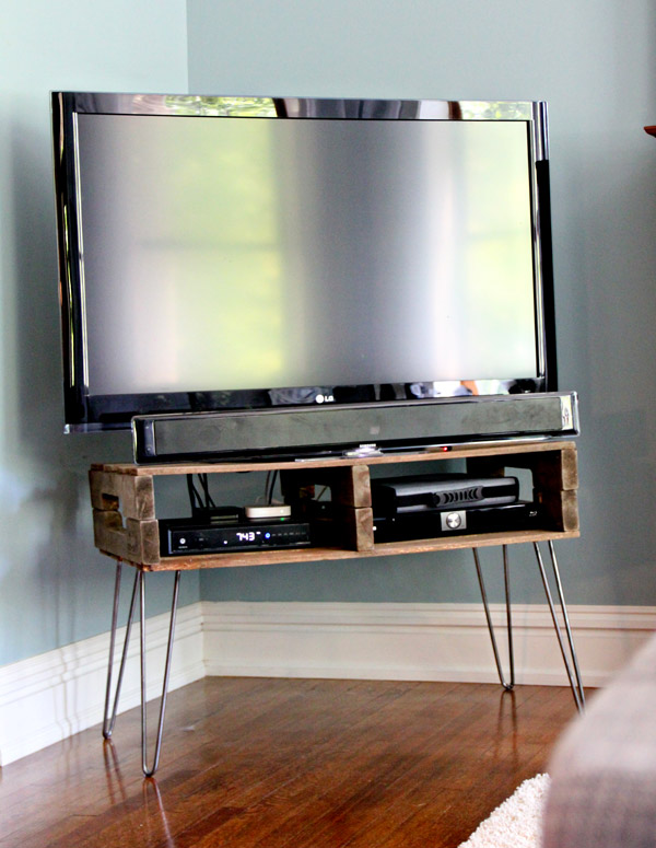 1565261388 915 farmhouse tv stand ideas with extra charming designs - Farmhouse TV Stand Ideas With Extra Charming Designs