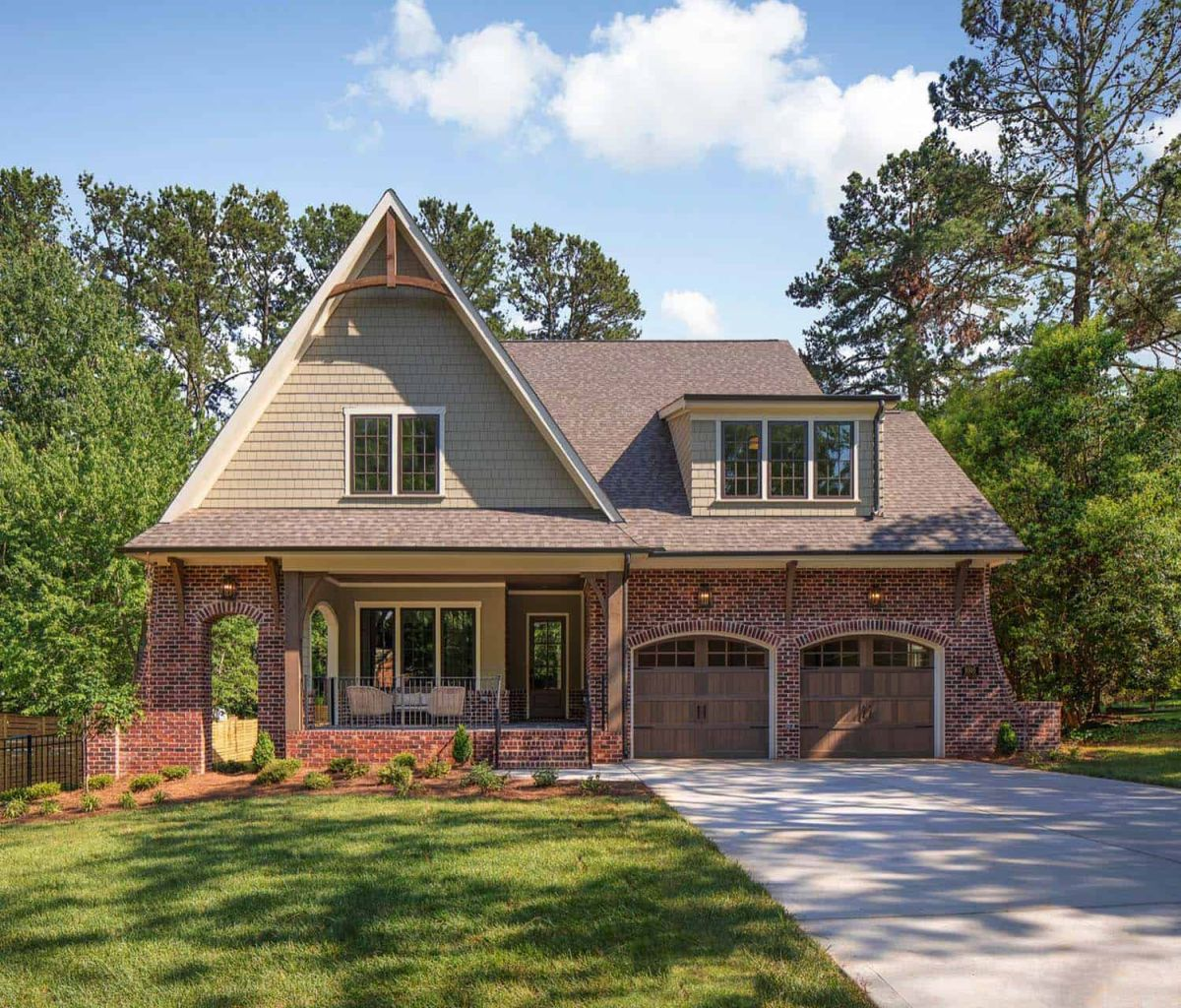 a cozy craftsman house with a bright and modern interior - A Cozy Craftsman House With A Bright And Modern Interior