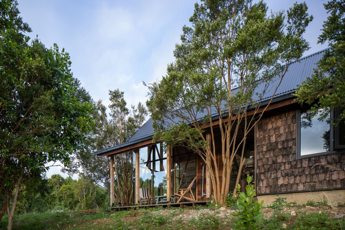 1567410253 111 modern lodge disguised as traditional using wooden shingles - Modern Lodge Disguised As Traditional Using Wooden Shingles