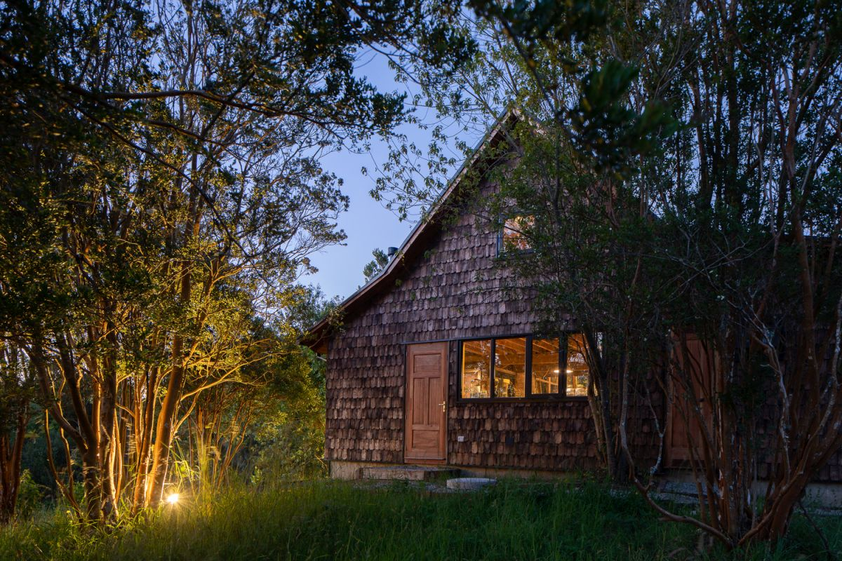1567410253 141 modern lodge disguised as traditional using wooden shingles - Modern Lodge Disguised As Traditional Using Wooden Shingles