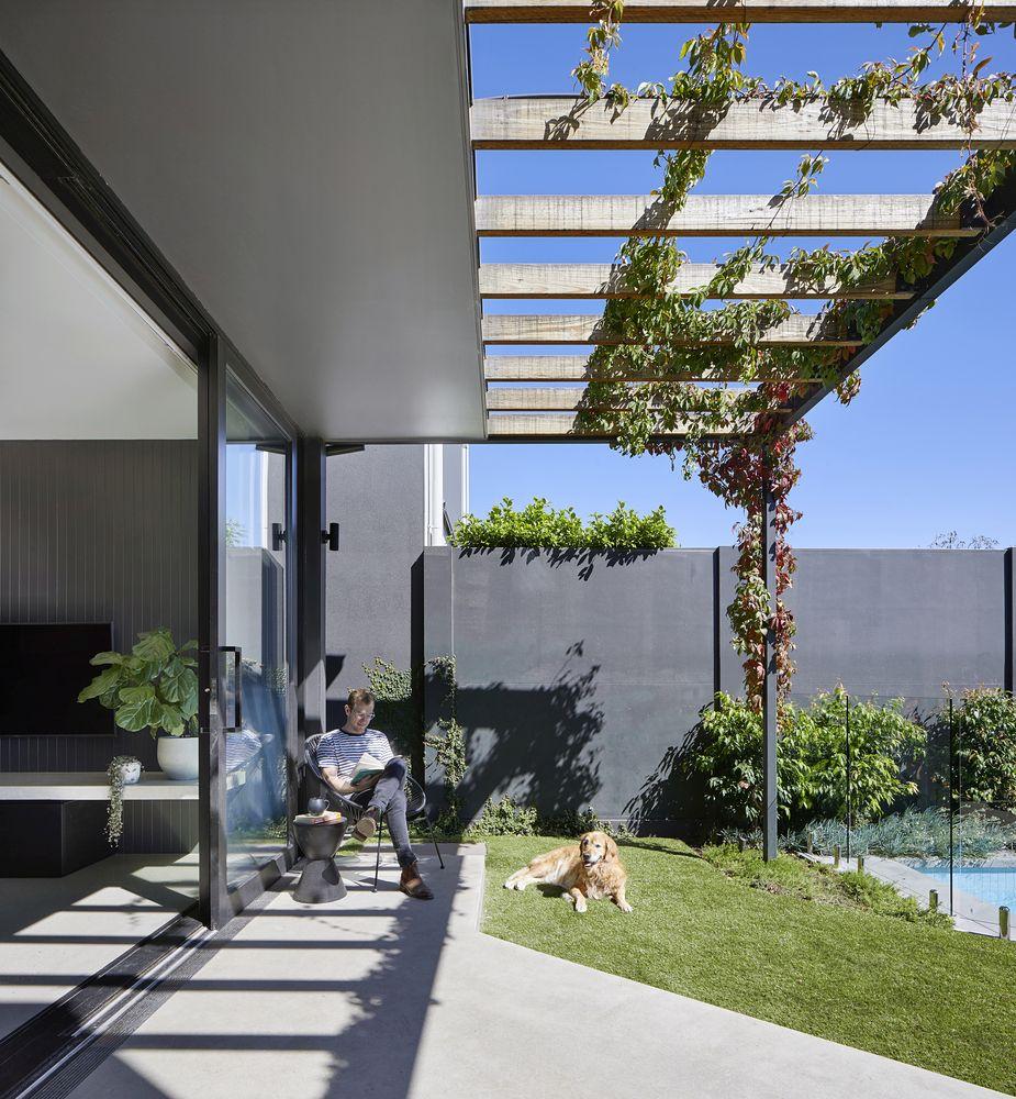 1567587287 706 beautiful houses with modern pergola extensions - Beautiful Houses With Modern Pergola Extensions