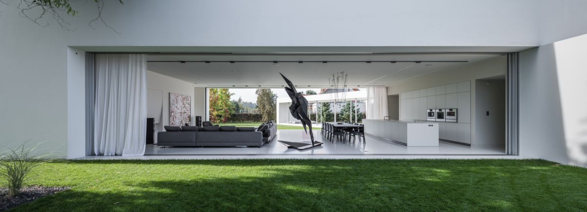 The sections facing the garden open up to the outdoor is a very natural and organic manner